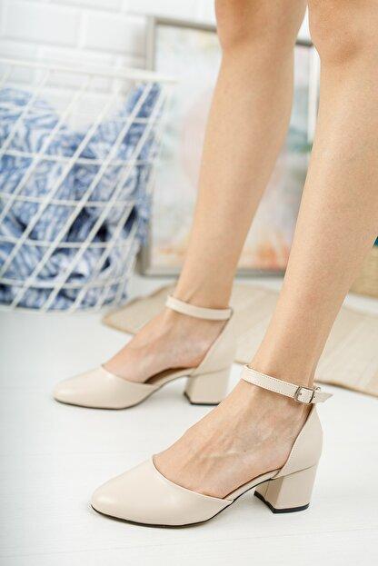MERVE BAŞ ® Krem Rengi Cilt Bilekten Tek Bant Kalın Topuklu Klasik Ayakkabı