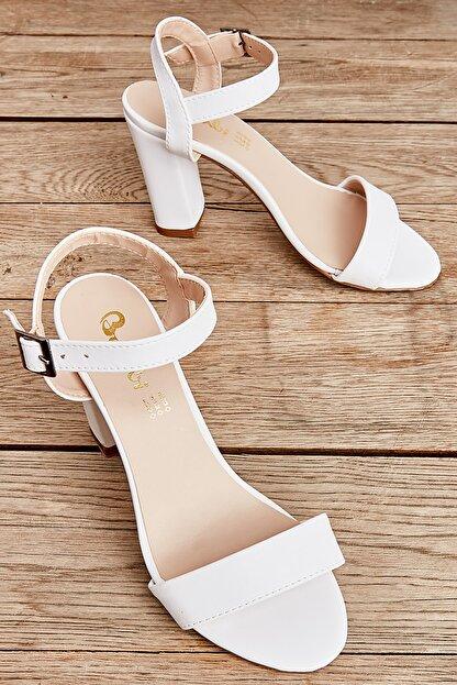 Bambi Beyaz Kadın Klasik Topuklu Ayakkabı K05503740009