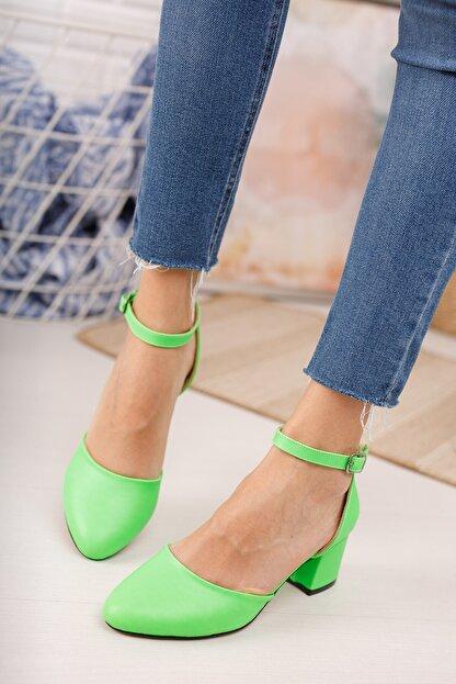 MERVE BAŞ Kadın  Yeşil Cilt Bilekten Tek Bant Kalın Topuklu Klasik Ayakkabı
