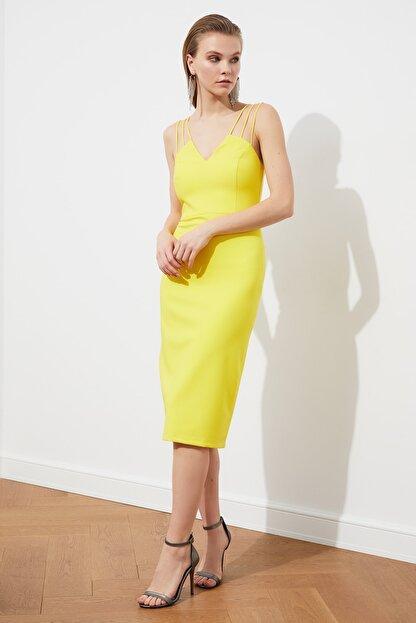 TRENDYOLMİLLA Sarı Omuz Detaylı  Elbise TPRSS21EL1092