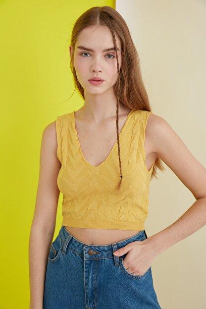 TRENDYOLMİLLA Sarı Crop Yazlık Triko Bluz TCLSS19GO0002