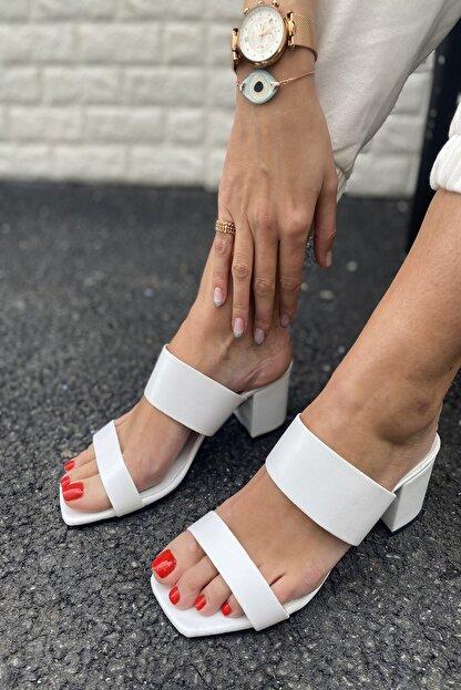 İnan Ayakkabı Kadın Beyaz Ince Ve Kalın Bant Detaylı Topuklu Terlik