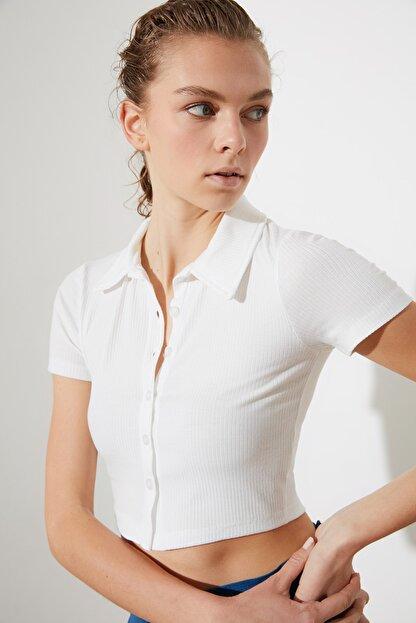 TRENDYOLMİLLA Beyaz Polo Yaka Fitilli Örme Bluz TWOSS21BZ1142
