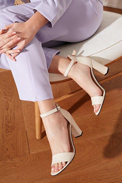 TRENDYOLMİLLA Ten Tek Bantlı Kadın Klasik Topuklu Ayakkabı TAKSS21TO0019