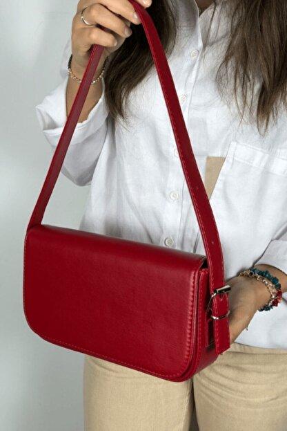 LinaConcept Kadın Kırmızı Kapaklı Baget Çanta