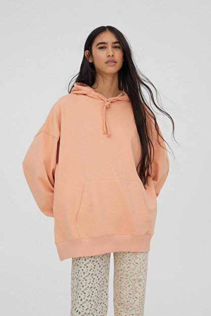 Pull & Bear Kadın Açık Somon Kanguru Cepli Kapüşonlu Oversize Sweatshirt 04591369