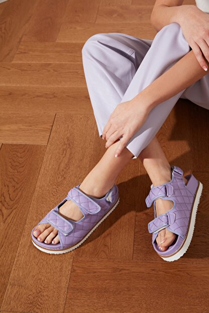 TRENDYOLMİLLA Lila Kapitone Detaylı Kadın Sandalet TAKSS21SD0020