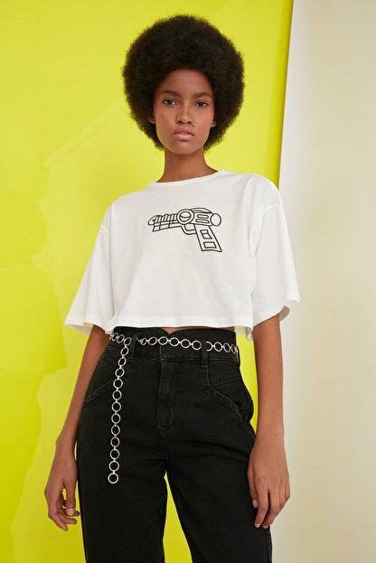 TRENDYOLMİLLA Ekru Baskılı Crop Örme T-Shirt TWOSS21TS0386