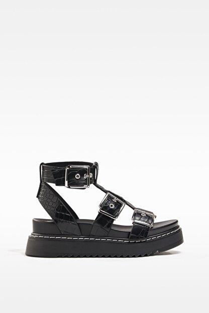 Bershka Kadın Tokalı Ve Kabartma Desenli Platform Sandalet.