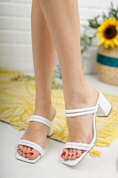 meyra'nın ayakkabıları Beyaz Çift Bantlı Topuklu Terlik
