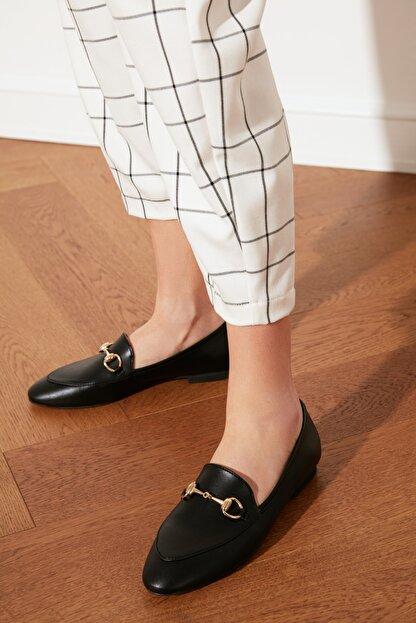 TRENDYOLMİLLA Siyah Altın Tokalı Kadın Klasik Ayakkabı TAKSS21KA0001