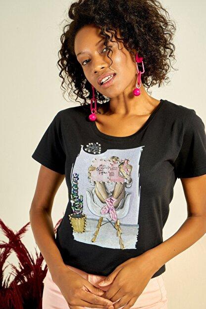 Boutiquen Kadın Siyah Önü Baskılı Taş İşlemeli T-shirt ZM-1979