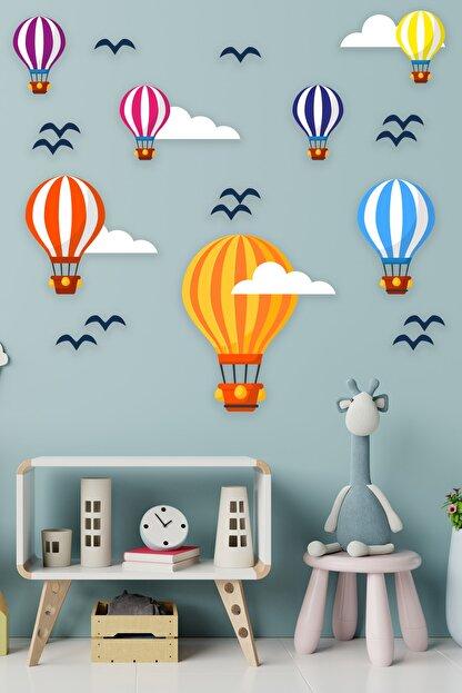 Tilki Dünyası Uçan Balonlar Beyaz Bulutlar Ve Kuşlar