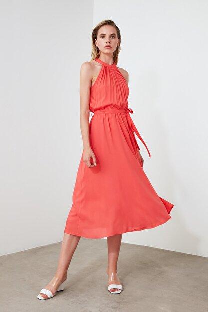 TRENDYOLMİLLA Kırmızı Kuşaklı Elbise TWOSS19EL0155