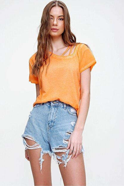 Trend Alaçatı Stili Kadın Turuncu Askı Detaylı Yıkamalı T-Shirt MDA-1124