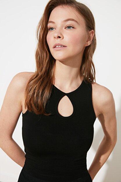 TRENDYOLMİLLA Siyah Damla Detaylı Crop Örme Bluz TWOSS21BZ1208
