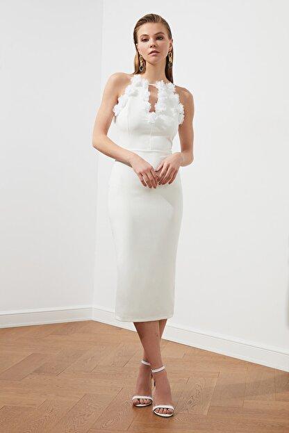 TRENDYOLMİLLA Ekru Aplike Detaylı Elbise TPRSS20EL2715