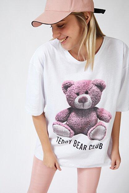 Happiness İst. Kadın Beyaz Baskılı Oversize Uzun Penye T-shirt ZV00104