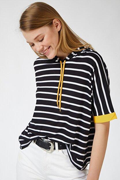 Happiness İst. Kadın Siyah Sarı Kapüşonlu Çizgili Viskon T-shirt ZV00091