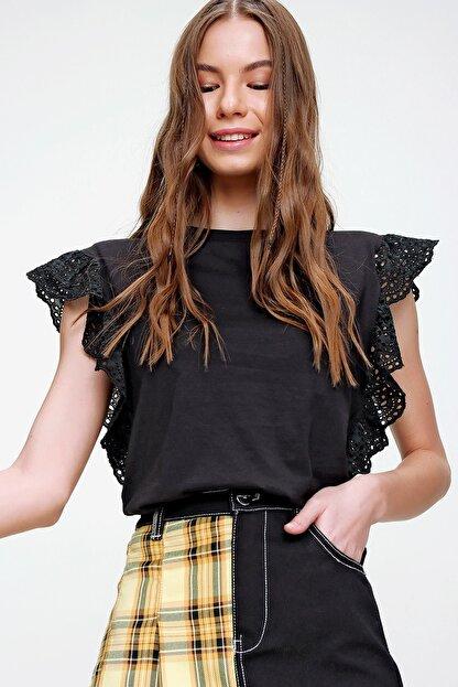 Trend Alaçatı Stili Kadın Siyah Güpür Kollu Vatkalı Bluz ALC-X5939