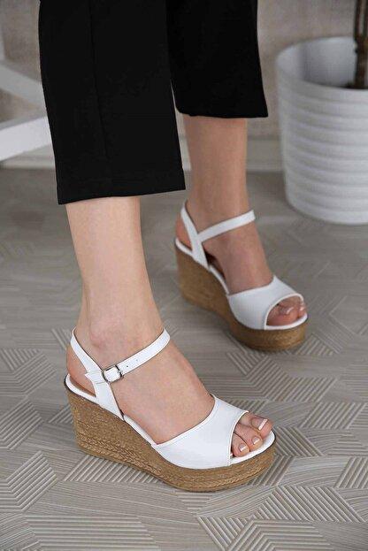Ccway Kadın Beyaz Tek Bantlı Dolgu Topuklu Sandalet