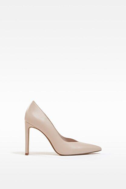 Bershka Kadın Bej V Kesim Topuklu Ayakkabı 11308760