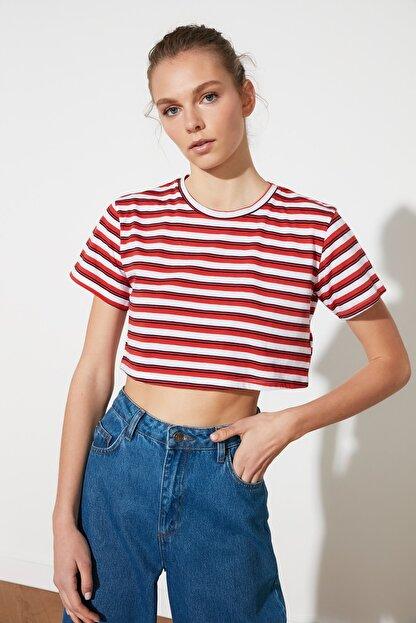 TRENDYOLMİLLA Kırmızı Çizgili Super Crop Örme T-Shirt TWOSS21TS1134