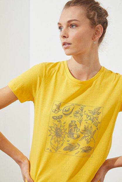 TRENDYOLMİLLA Sarı Baskılı Basic Örme T-Shirt TWOSS21TS1707