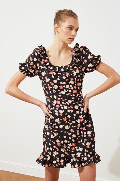 TRENDYOLMİLLA Siyah Yaka Detaylı Elbise TWOSS21EL2270