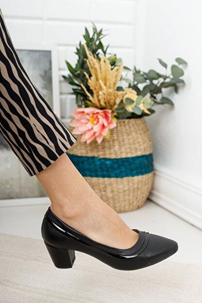 MKN Kadın  Siyah Çizgili Rahat Taban Kalın Topuklu Ayakkabı