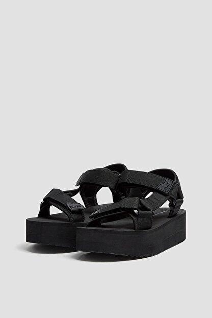 Pull & Bear Kadın  Siyah Tırtıklı Tabanlı Platform Sandalet 11703740