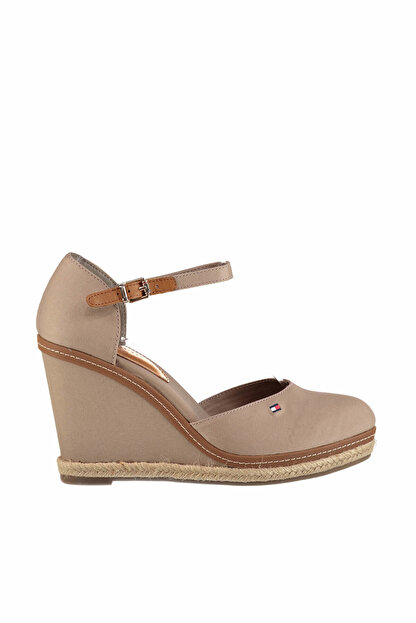 Tommy Hilfiger Kadın iconic Basic Closed Toe Wedge Dolgu Topuklu Ayakkabı FW0FW02791