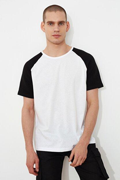 TRENDYOL MAN Beyaz Erkek Regular Fit T-Shirt TMNSS21TS0820