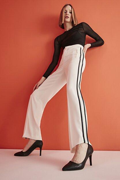 Yaya by Hotiç Suni Deri Siyah Kadın Klasik Topuklu Ayakkabı 01AYY209070A100