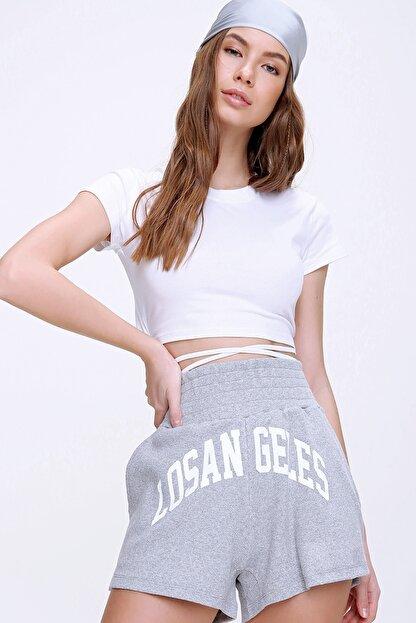 Trend Alaçatı Stili Kadın Beyaz Bisiklet Yaka Bağcıklı Crop Fit T-Shirt ALC-X6042