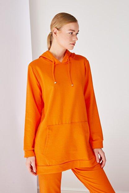 Trendyol Modest Turuncu Kapüşonlu Örme Sweatshirt TCTSS21SW0379