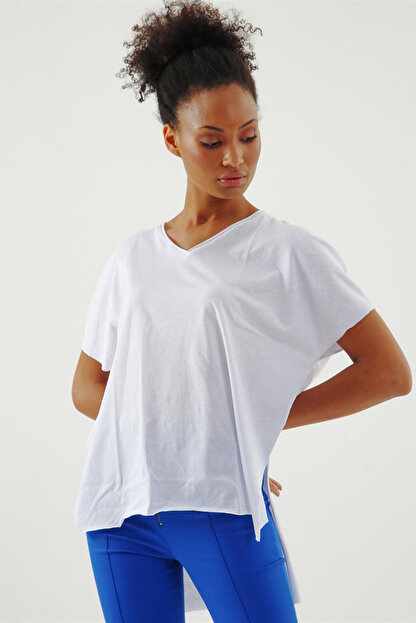 Jument Kadın Beyaz Süprem V Yaka Yırtmaçlı Bluz 7006