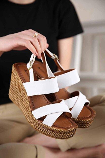 Ccway Kadın Beyaz Cilt Çapraz Bantlı Dolgu Topuklu Sandalet