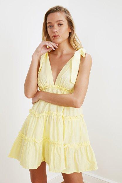 TRENDYOLMİLLA Sarı Bağlama Detaylı Plaj Elbisesi TBESS21EL3270