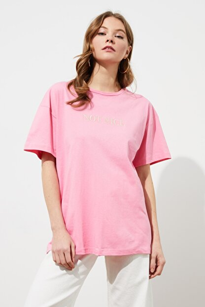 TRENDYOLMİLLA Pembe Nakışlı Boyfriend Örme T-Shirt TWOSS20TS0228