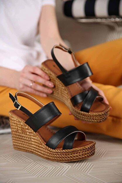 Ccway Kadın Siyah Cilt Çapraz Bantlı Dolgu Topuklu Sandalet