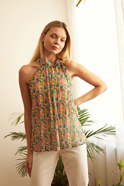 TRENDYOLMİLLA Çok Renkli Çiçek Detaylı Bluz TWOSS20BZ0692