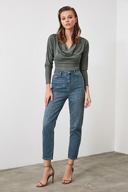 TRENDYOLMİLLA Mavi Yüksek Bel Mom Jeans TWOAW21JE0223