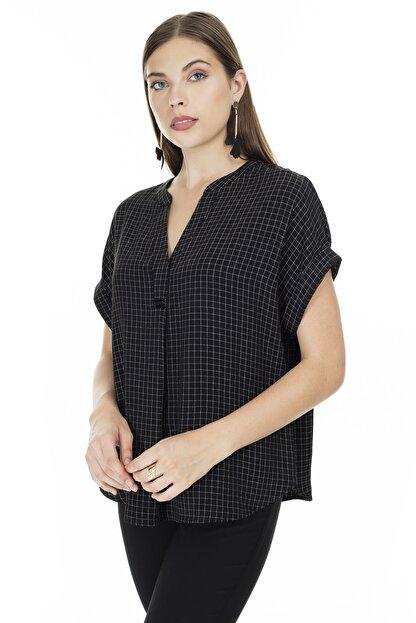 Ayhan Siyah-Ekru Kareli V Yaka Bluz Kadın Bluz 04681405