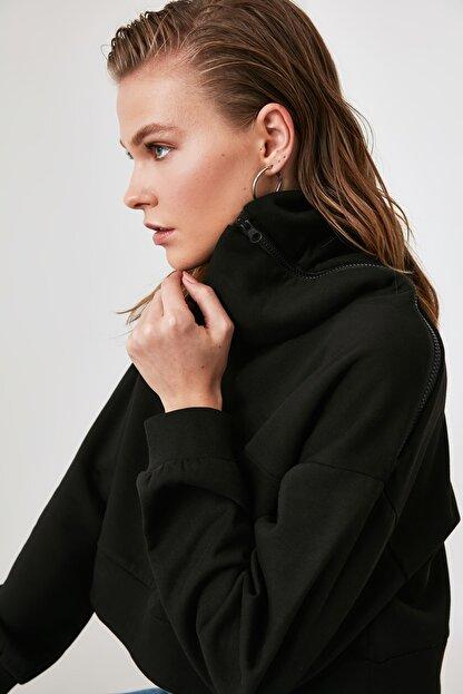 TRENDYOLMİLLA Siyah Fermuarlı Dik Yaka Crop Örme Sweatshirt TWOAW21SW0121
