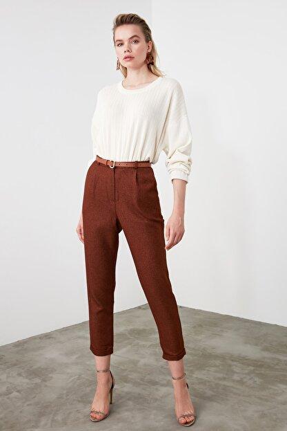 TRENDYOLMİLLA Kahverengi Pili Detaylı Havuç Pantolon TWOAW20PL0541