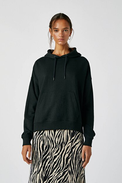 Pull & Bear Kadın Siyah Kanguru Cepli Kapüşonlu Sweatshirt 09594360