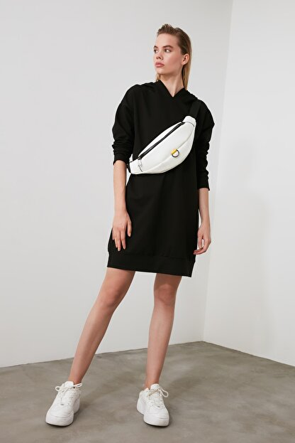 TRENDYOLMİLLA Siyah Kapüşonlu Örme Sweat Elbise TWOAW20EL1554