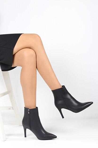 ayakPARK Kadın Siyah Ince Topuk Sivri Burun Bot Ayakkabı