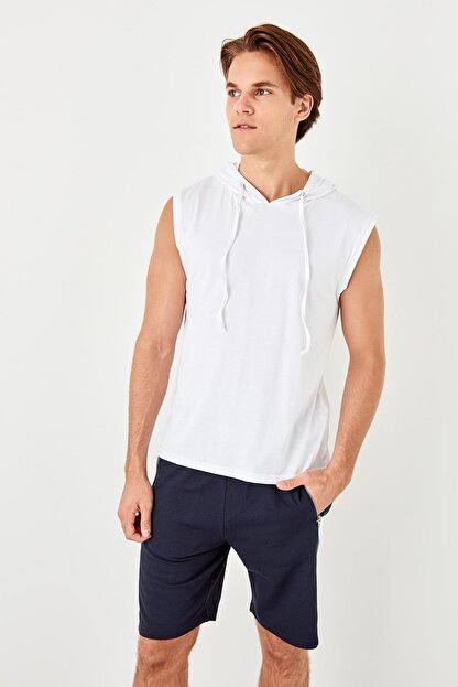 TRENDYOL MAN Beyaz Erkek Slim Fit Kapüşon Detaylı Atlet TMNSS19SE0124